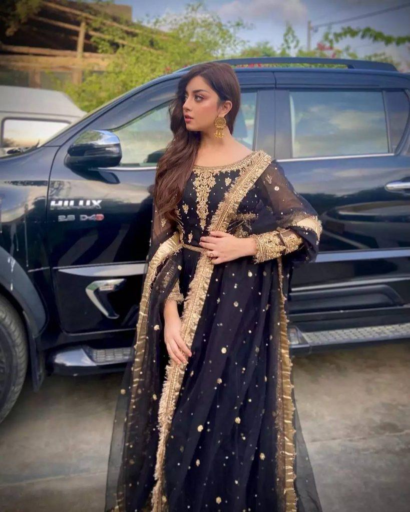 Public Criticism On Alizeh Shah's Recent Pictures