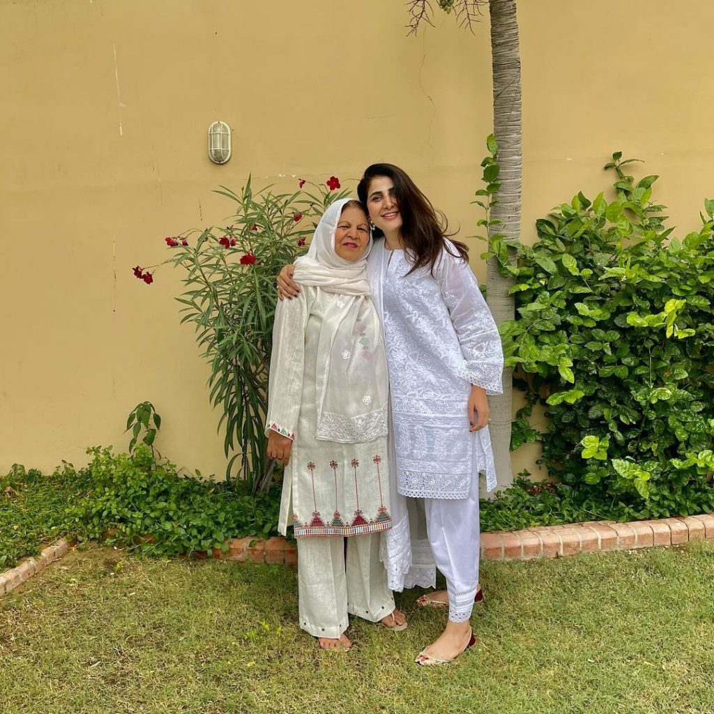 Areeba Habib Recent Beautiful Pictures With Her Mother