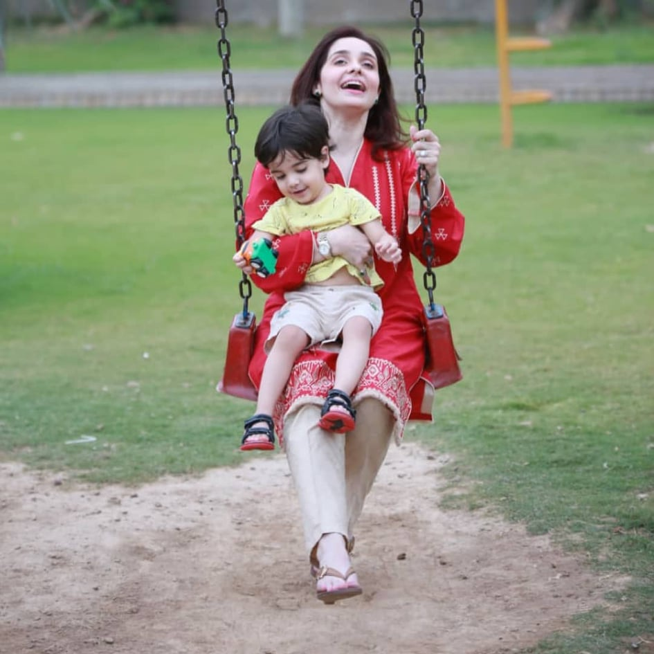 Adorable Pictures Of Juggan Kazim With Her Daughter
