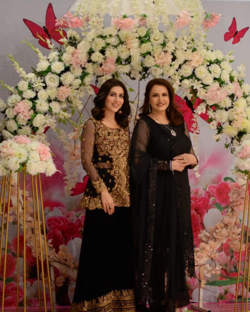 Adorable Pictures Of Pakistani Celebrities With Their Mothers