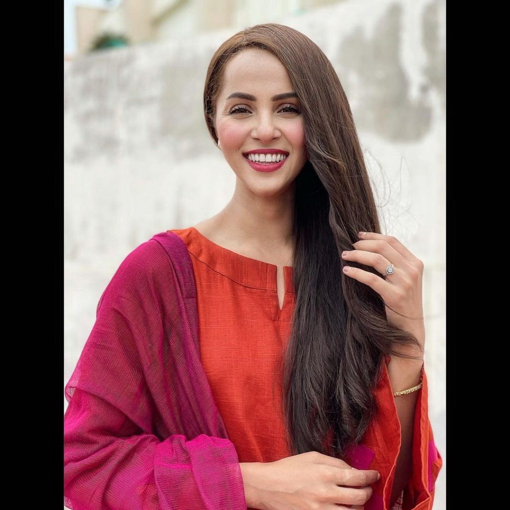 Nimra Khan's Take On Classic Bollywood Song