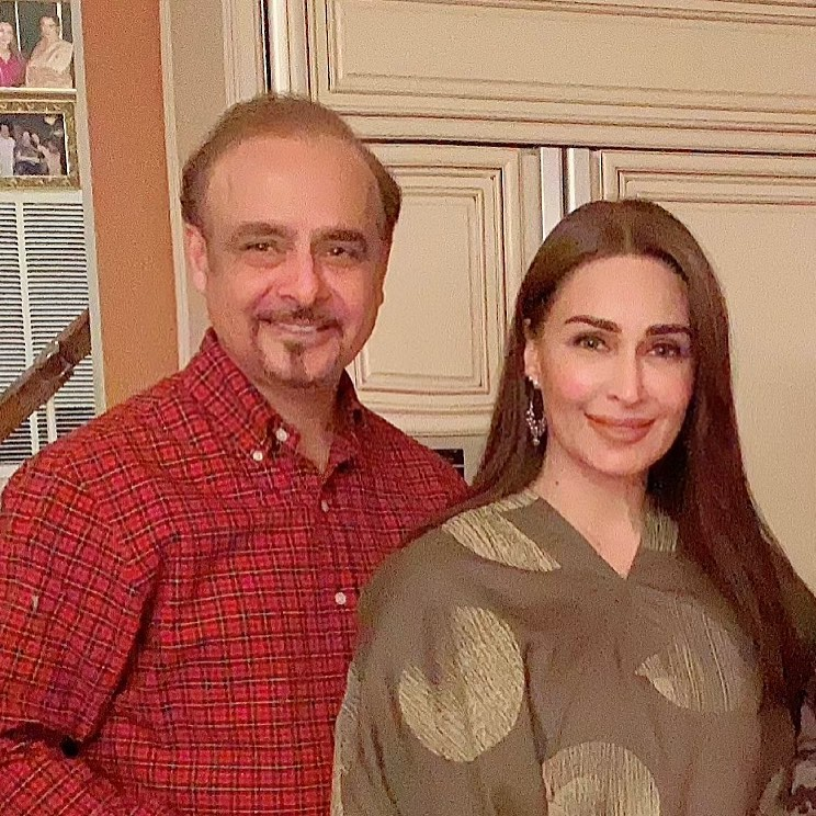 Alluring Pictures Of Reema Khan With Her Husband From A Recent Wedding Event
