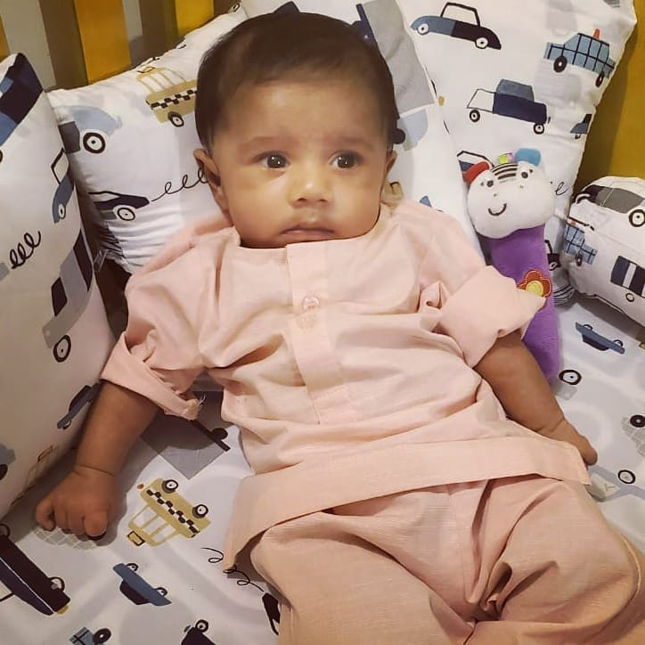 Yasra Rizvi Shares An Adorable Picture With Her Little Bundle Of Joy