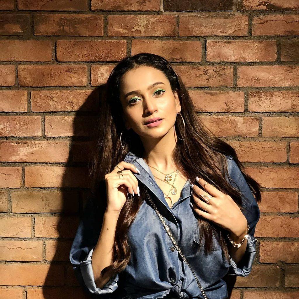 Netizens Bash Zarnish Khan On Her Recent Video