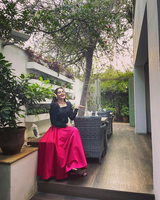 Aiman Khan Turns Heads In Her New Adorable Pictures