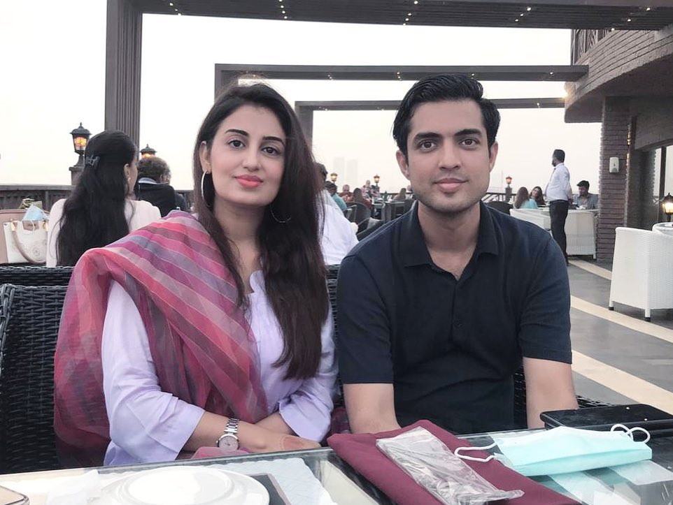 Farah Iqrar Beautiful Pictures With Husband Iqrar Ul Hassan