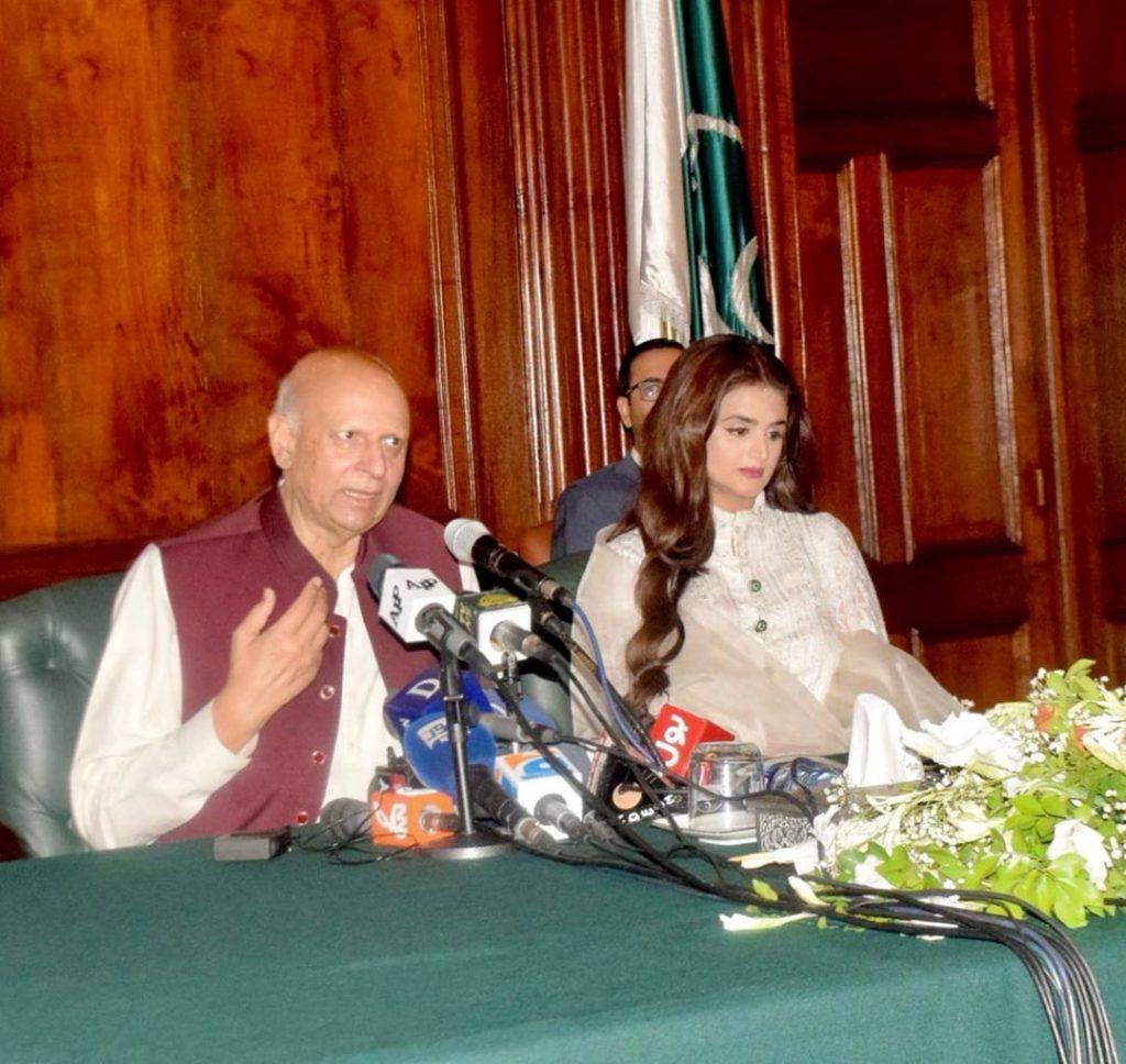 Governor Punjab Confers Hira Mani With Award - Public Reaction