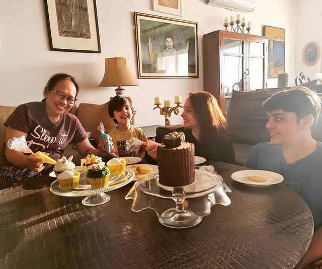 Juggun Kazim With Her Husband And Kids- Beautiful Pictures