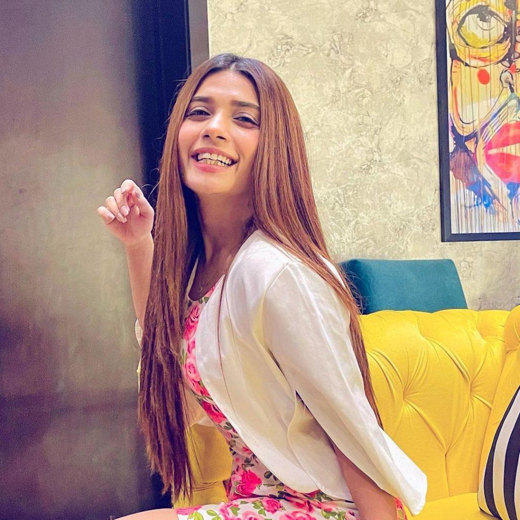 Nawal Saeed And Mahi Baloch Grooving On Famous Italian Song