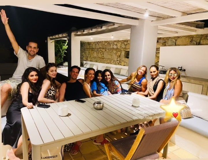 Mehreen Syed Enjoying Vacation With Friends In Greece