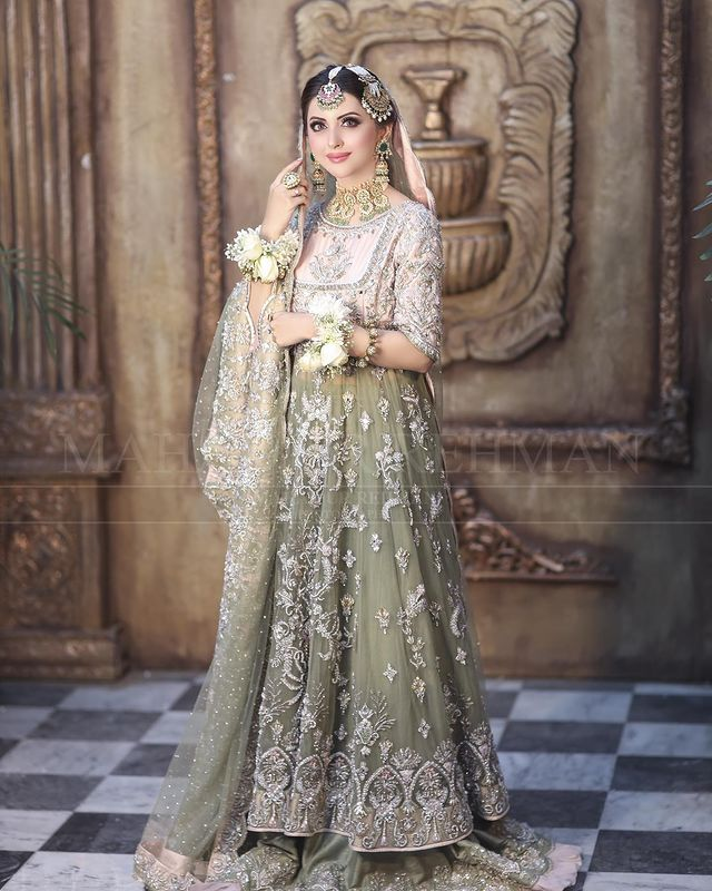 Moomal Khalid Looks Undeniably Gorgeous In Her Latest Bridal Shoot