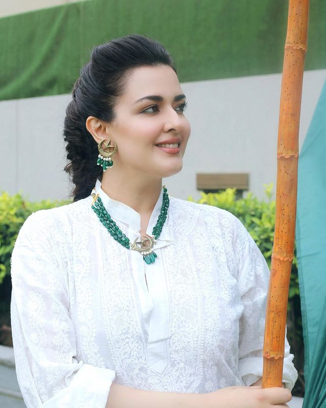 Natasha Khalid With Her Family- Beautiful Independence Day Pictures