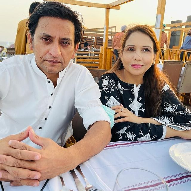 Saleem Meraj With His Family- Beautiful Unseen Pictures
