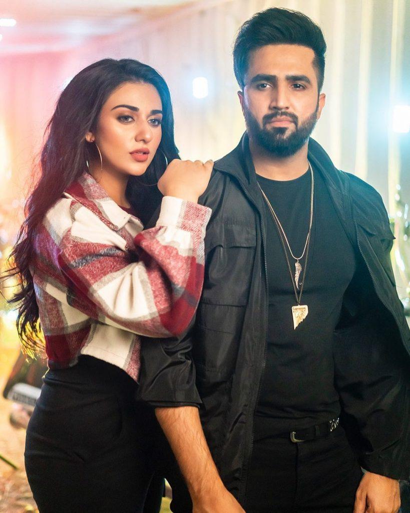 "People Are Loving The Teaser Of Falak Shabir's New Song ""Lagay Pyari"" Featuring Sarah Khan"