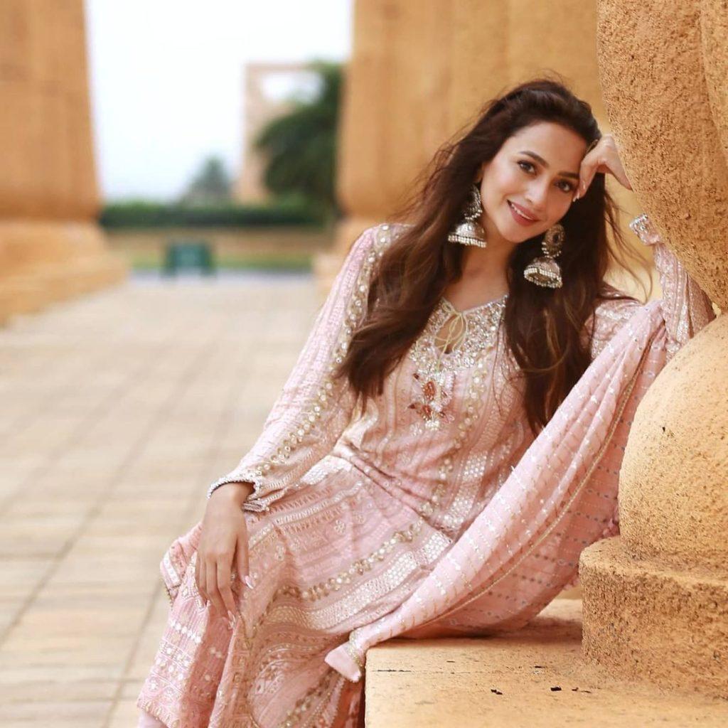 Actress Zarnish Khan Celebrates Her Midnight Birthday