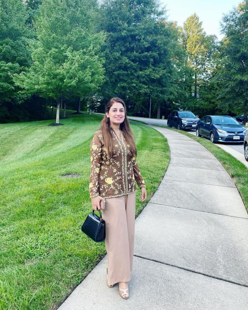 Farah Iqrar-Ul-Hassan Treats Fans With Her Pictures From USA