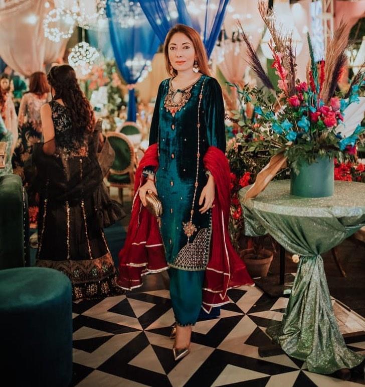 Iqra Aziz Slams Sharmila Faruqi
