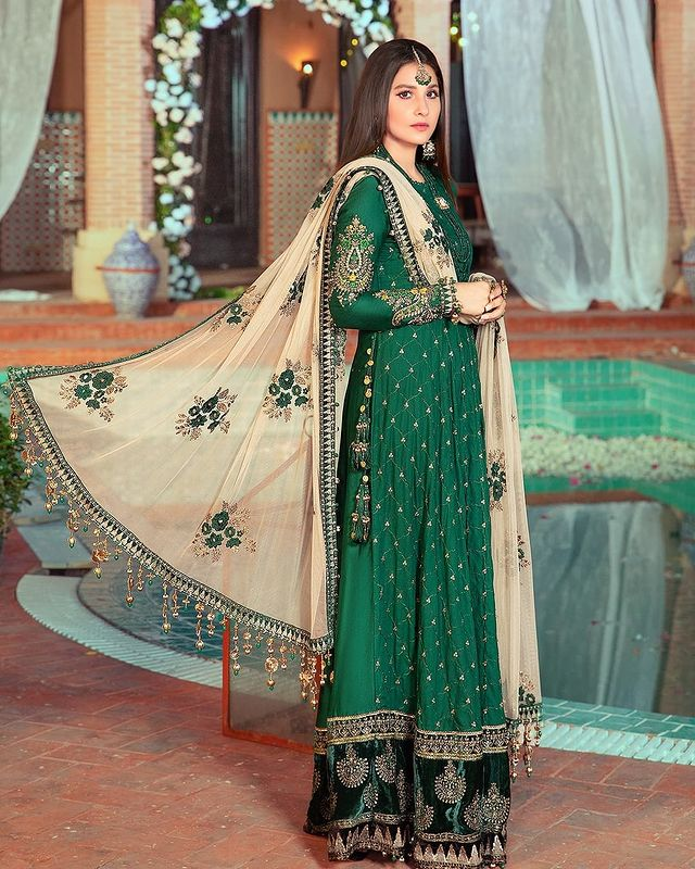 Hina Altaf Featured In Sateen Collection'21 By Maria B