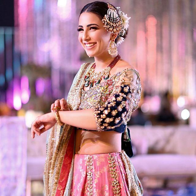 Public Criticism On Ushna Shah's Recent Look For A Shoot