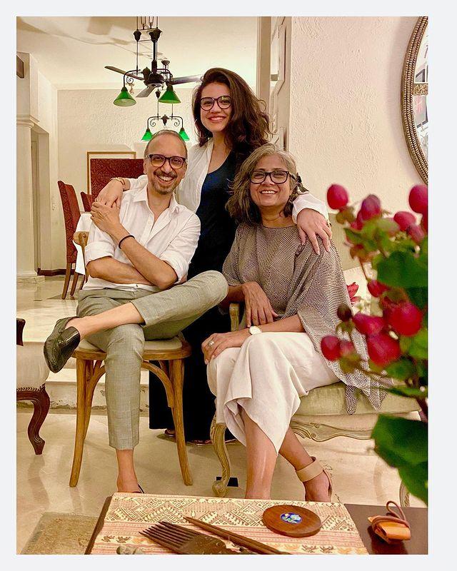 Netizens Speculate About Zara Noor Abbas' Pregnancy
