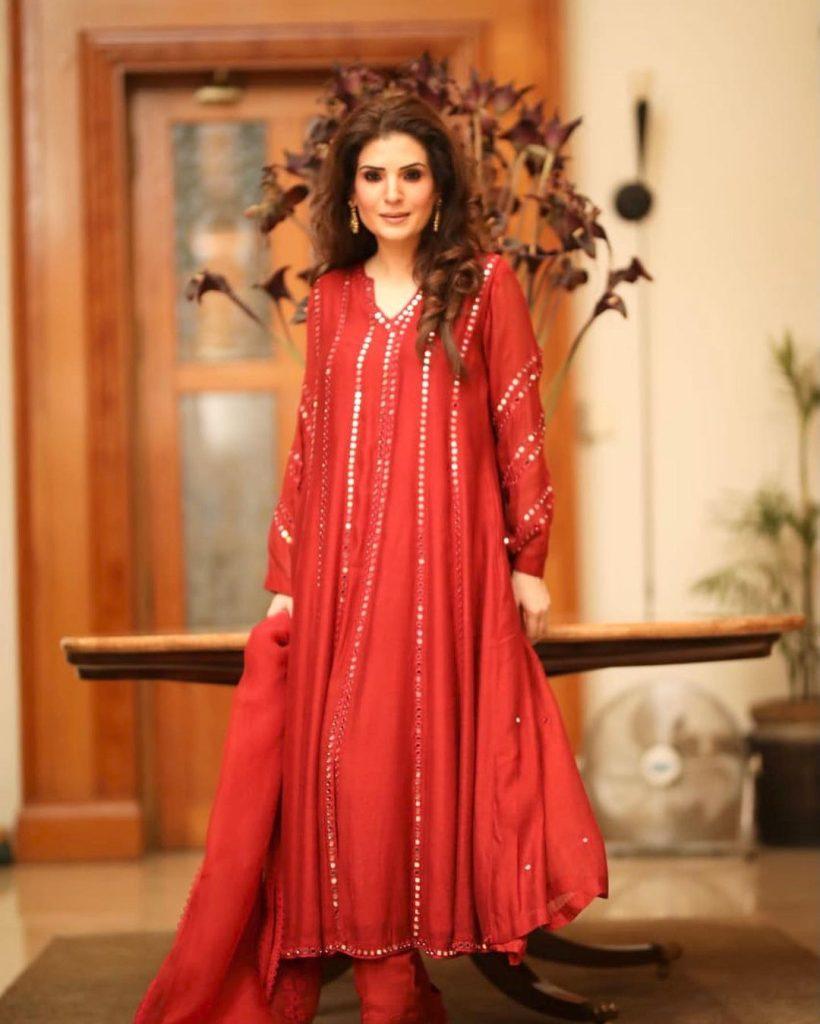 Senior Artist Resham's Dressing At LSA Invites Criticism