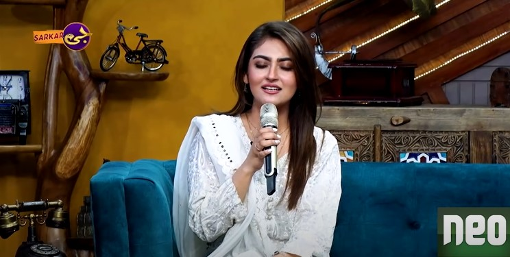 Hiba Bukhari Showing Her Singing Prowess In A Recent Show