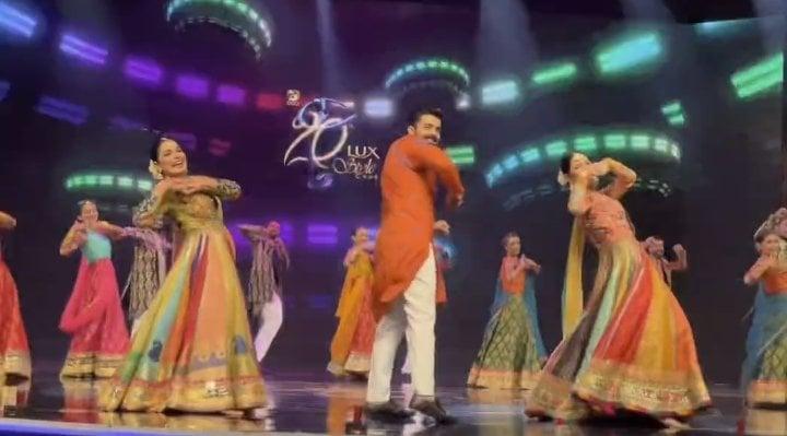 Meera, Mahira Khan And Shehryar Munawar Performs At LSA